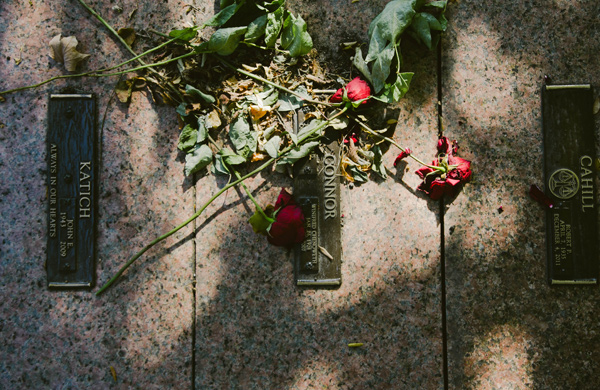 Hunting-for-Ghosts-in-Five-Chicagoland-Graveyards_roses_600c390