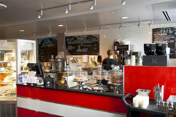 vegan-bakery-and-vegetarian-diner-in-cambridge_counter_600c400
