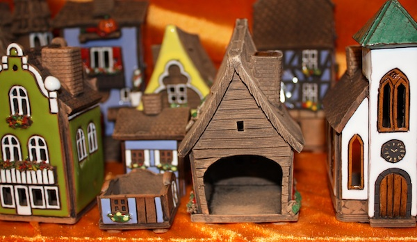 five-finds-handmade-gifts-at-christkindlmarket_house_600c350