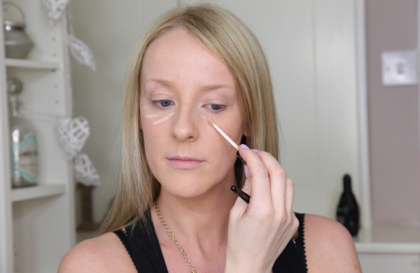 Flawless Makeup in 10 Easy Steps - Concealer