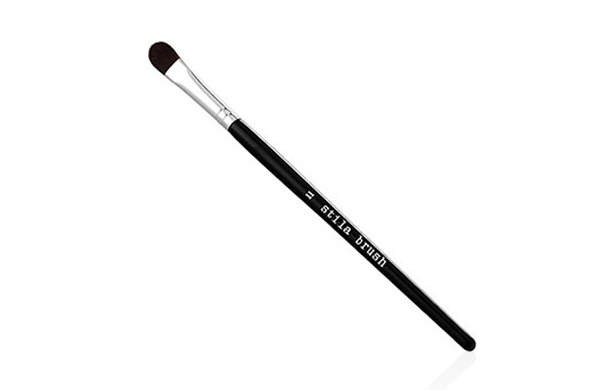 there-are-exactly-nine-essential-makeup-brushes_concealer_600c390