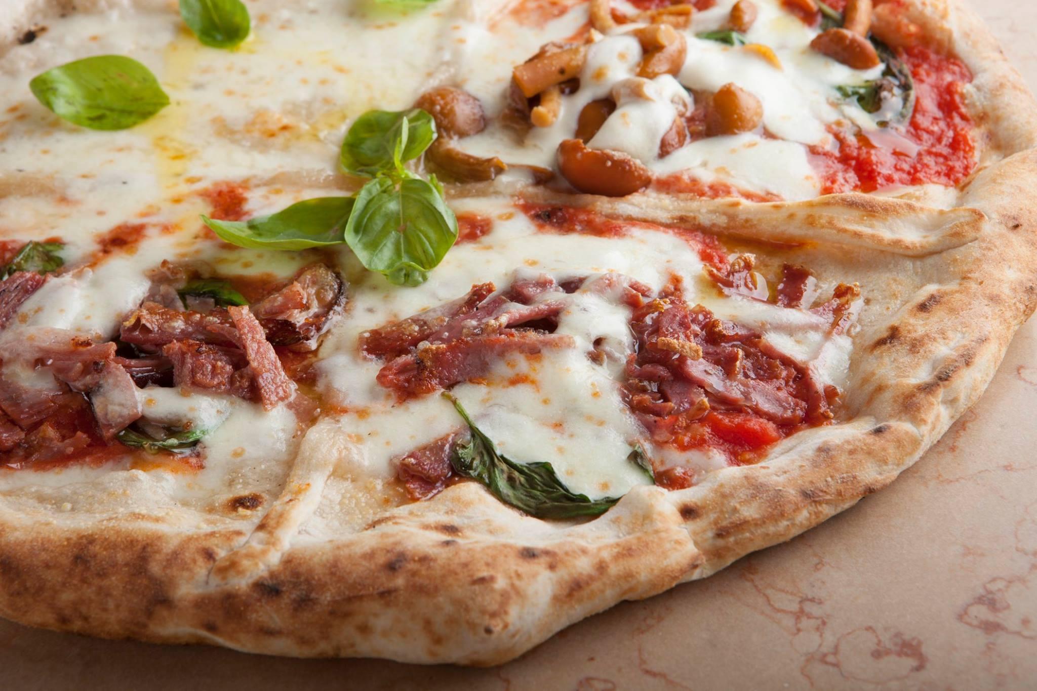 La pizzeria Oliva da Concettina ai 3 Santi a Napoli