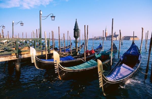 La gondola veneziana, tutte le curiosità sulla barca più famosa di Venezia