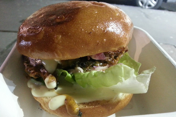 patty-bun-portobello-mushroom-burger-600x399
