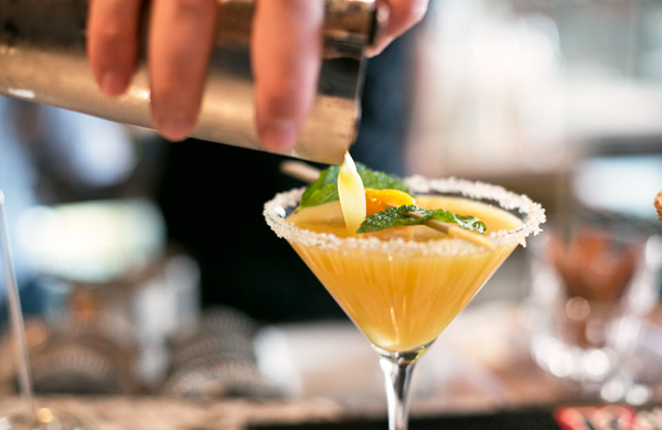 guide-to-drinking-like-a-drag-queen_martini_600c390