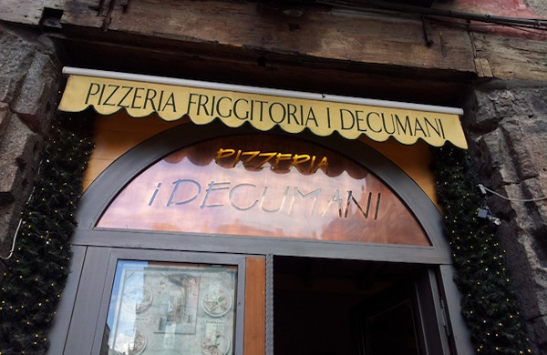 Pizzeria I Decumani a Napoli, la pizza con quel qualcosa in più