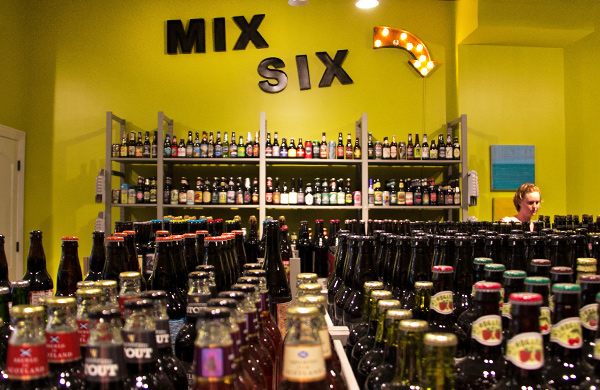 Bottles-and-Cans-Owners-Play-the-Brewlywed-Game_mixsix_600c390