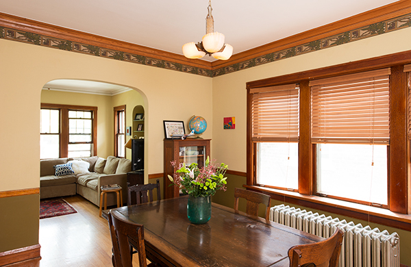 going-home-with-a-queen-kindie-rock_dining-room_600c390