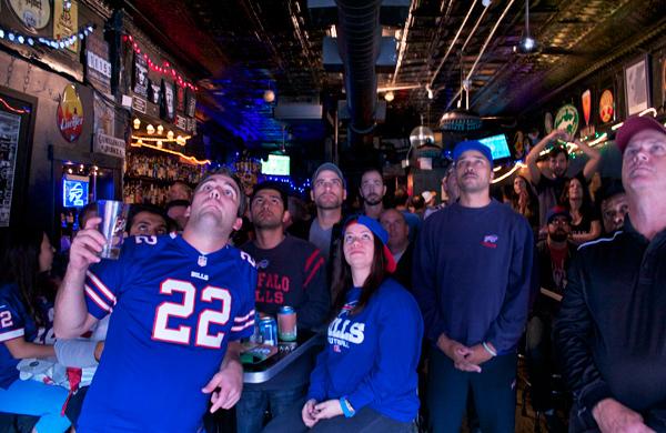 Buffalo-Bills-Fans-Find-Unlikely-Asylum-in-Punk-Rock-Stronghold-Delilahs_fans_600c390