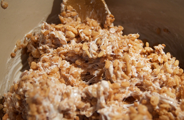 How-to-Make-Vegan-Friendly-Rice-Krispie-Treats-for-Halloween_krispe_600c390