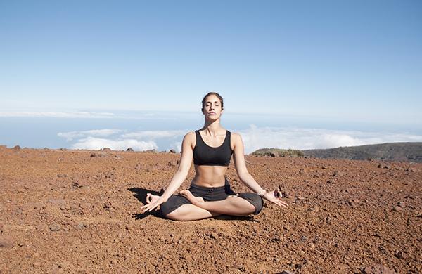 Yoga: guida pratica tra pratiche, chakra e curiosità