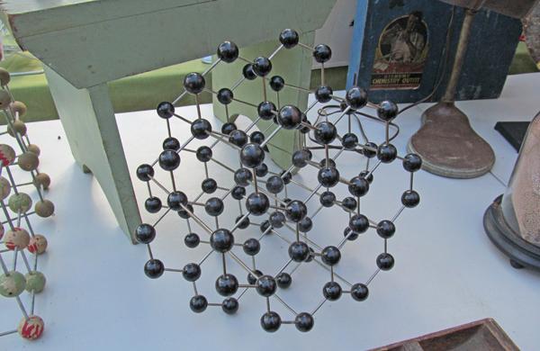 Design-Inspiration-from-the-Brooklyn-Flea_Molecule_600c390