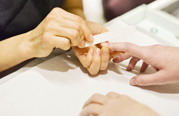 How to Take Care of Your Hands Between Manicures