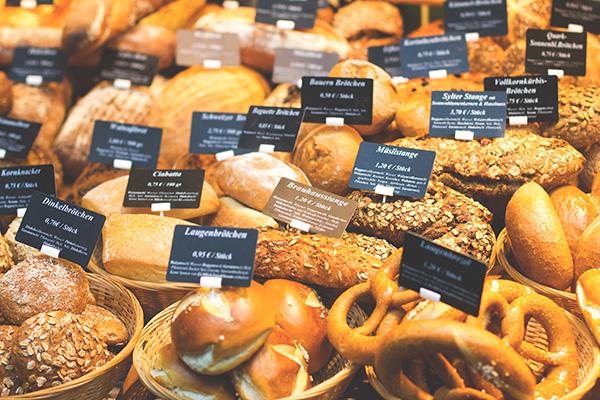 Zwei Institutionen auf der Ehrenstraße in Köln: Bäckerei Zimmermann und Käsehaus Wingenfeld