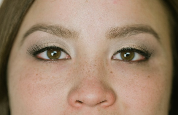 How To Wear Eye Shadow That Makes Your Eye Color Pop-8664