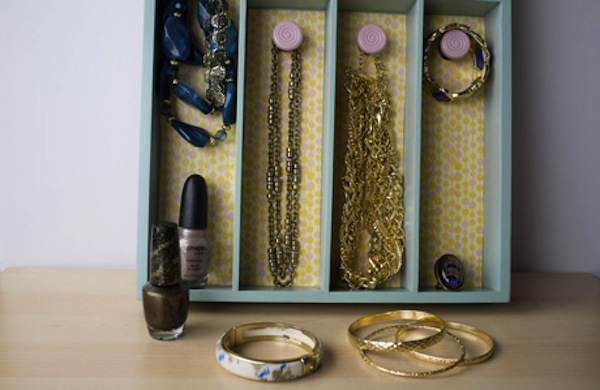 Turn a Silverware Tray into a Jewelry Organizer 600c390