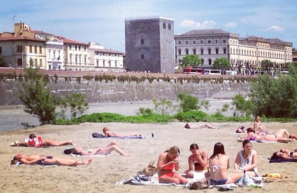 Easy Living, la spiaggia di Firenze sul Lungarno