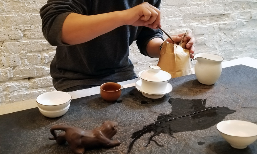 keqi meng preparing dragon well tea