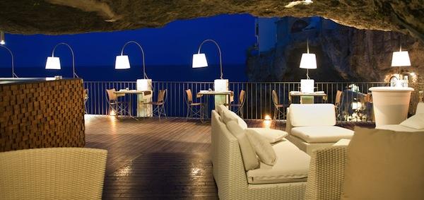 Mangiare all aperto a bari e dintorni for Grotta palazzese restaurant menu