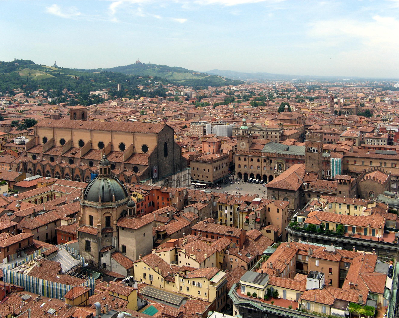 Il ghetto di Bologna tra botteghe, negozi e trattorie tipiche