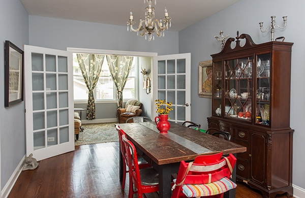 bang-bang-pie-shop-owner-fills-his-home-with-vintage-finds_dining_600c390