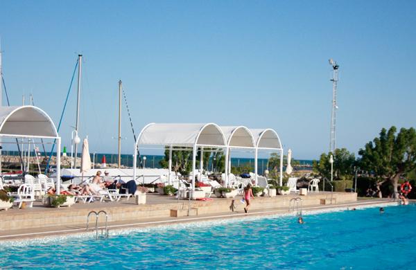 4 piscinas en valencia para todos los gustos for Piscina n club
