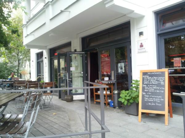 Terrasse und Außenansicht Buchkantine Moabit Berlin
