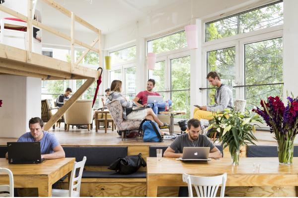 Coworking in Berlin: Zusammen arbeitet man weniger allein