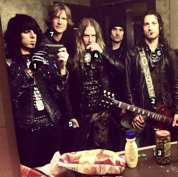 seven-steps-to-the-perfect-band-selfie-with-glam-rockers-the-last-vegas_600c596