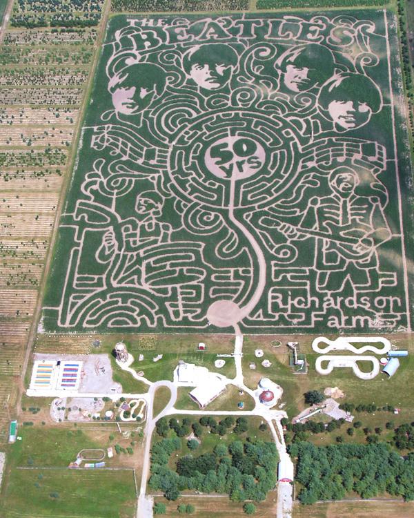 Surviving-the-Corn-Maze-at-Richardson-Adventure-Farm_maze_600c750
