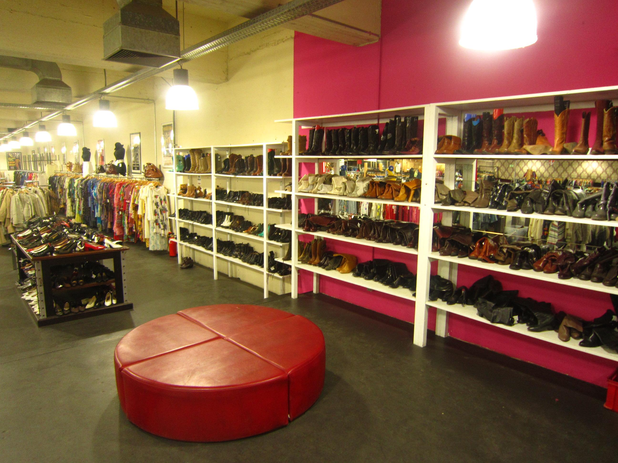 Große Auswahl an Schuhen im Kleidermarkt
