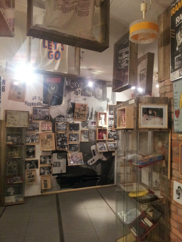 Ramones Museum Berlin, Vitrine
