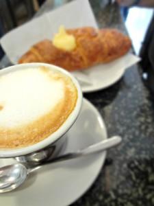 Cappuccino_e_cornetto_Bari_300x400