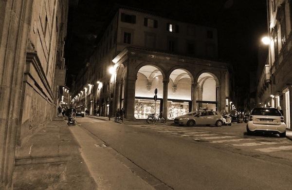 Le vie dello shopping di Firenze tra grandi firme, artigiani e bancarelle