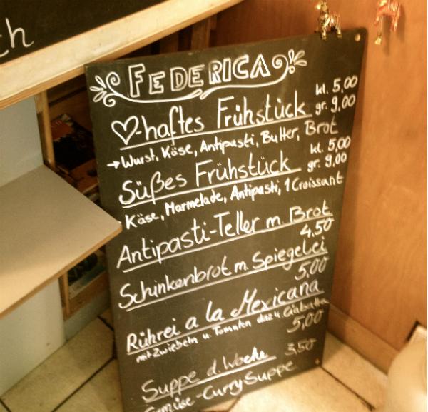 Neben Kaffee und Zimtschnecken, gibt es im Federica auch Anti-Pasti, ein Mittagsgericht pro Tag und herzhaftes Frühstück.