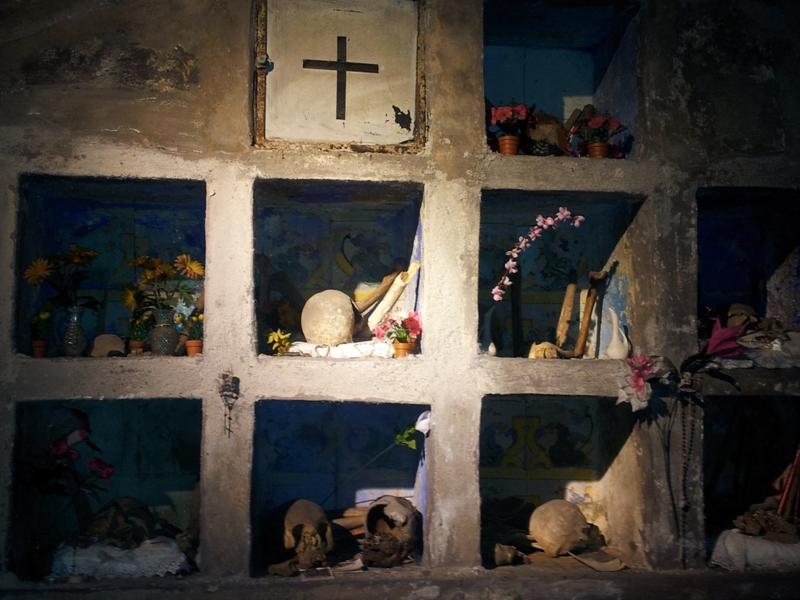 chiesa napoli teschi resti
