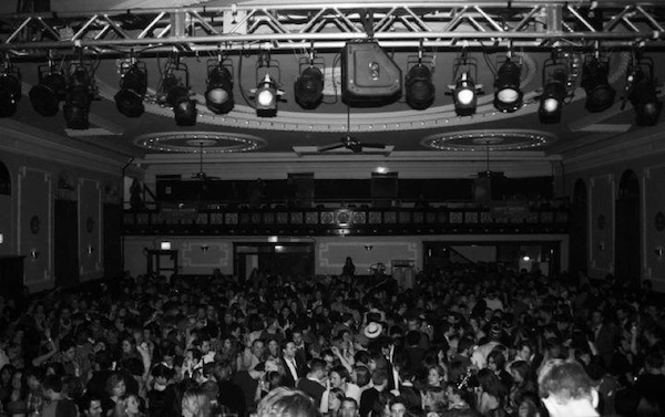Tear-the-Roof-Off-Logan-Square-Auditorium-at-Windy-City-Soul-Clubs-NYE-Dance-Party_600c377