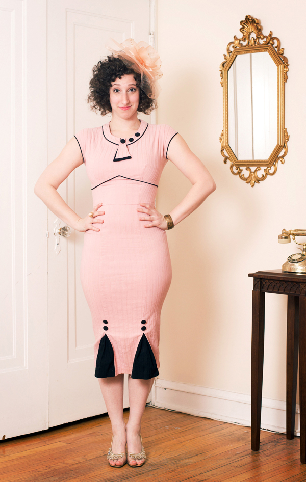 these-vintage-dresses-are-the-best-reason-to-become-a-vaudeville-comedianl_1_600c390