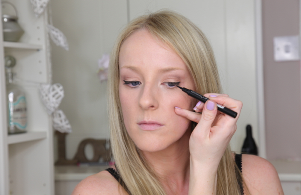 Flawless Makeup in 10 Easy Steps - Eyeliner
