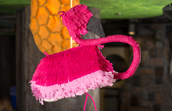 steal-these-easy-decorating-ideas-for-your-summer-barbecue_pinata_600c390