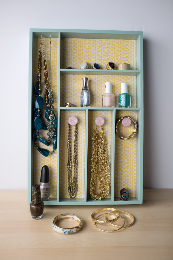 Turn-a-Silverware-Tray-into-a-Jewelry-Organizer_600c900