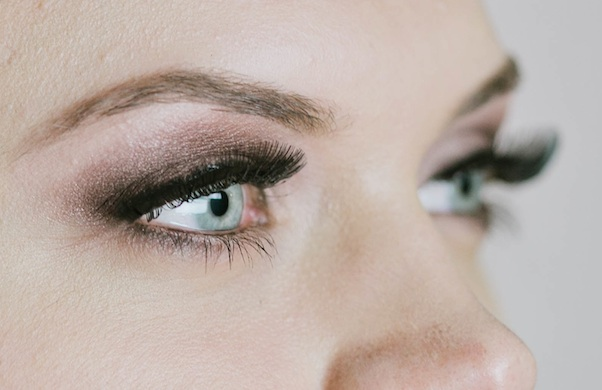how-to-wear-eye-shadow-that-makes-your-eye-color-pop_michelle_600c390