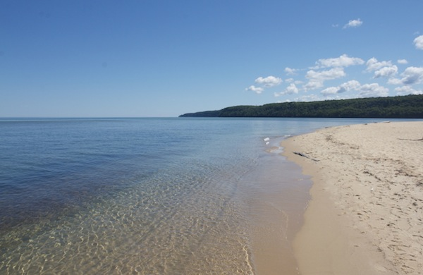 Travel-Tip-Sheet-Michigans-Upper-Peninsula-beach_600c390