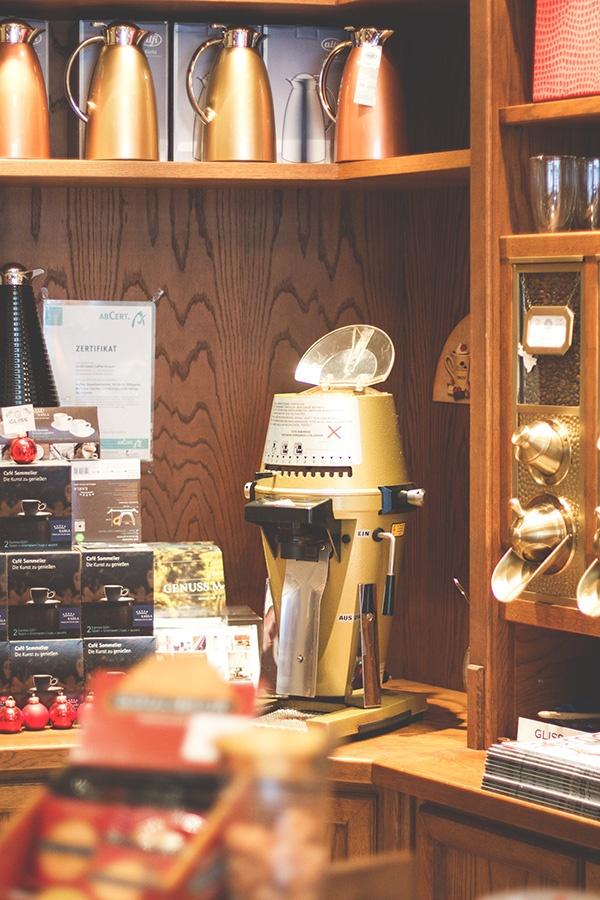 Warmes, charmantes Ambiente im Gliss Caffee Contor in Köln – hier wird viel Wert auf Handwerk und Qualität gelegt