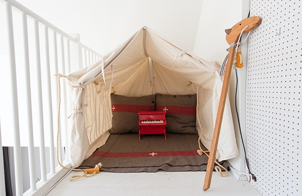 inside-the-photogenic-home-of-two-pro-photographers_tent_600c390