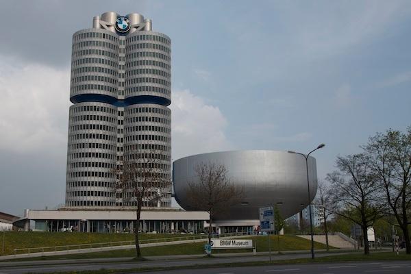 Der futuristische Bau der BMW Welt begeistert Einheimische wie Touristen