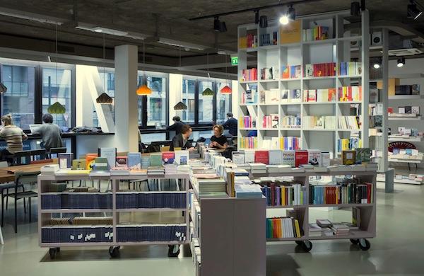 open milano la libreria che unisce cartaceo e digitale