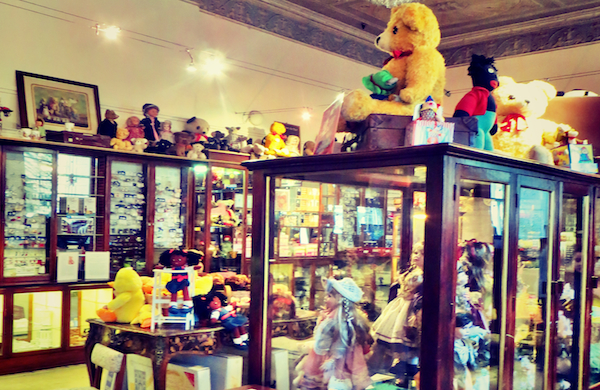 Powerscourt-Townhouse-Centre-The-Doll-Store-Hospital-and-Museum-600x390