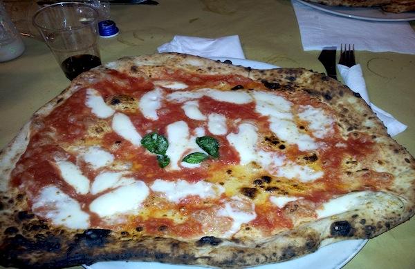 La Pizzeria Da Michele Una Delle Istituzioni Di Napoli Per La Vera