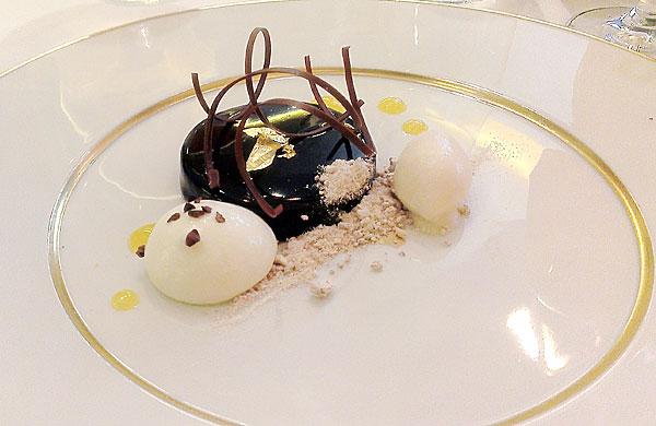 Chocolate dessert from Saphyre